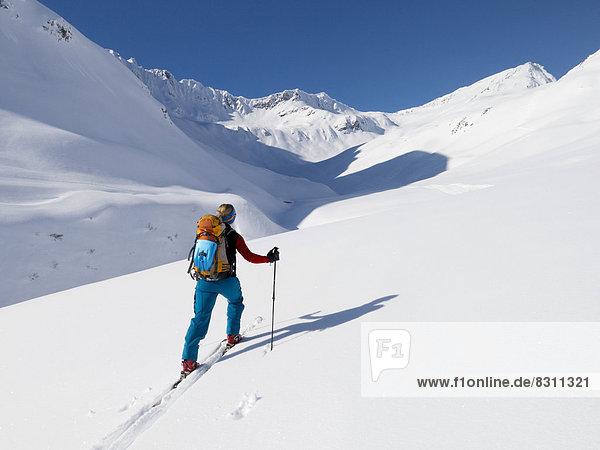 Skitourengeherin zum Rietzer Grieskogel