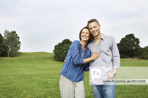 Glückliches reifes Paar im Park