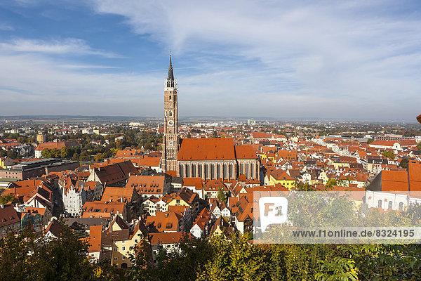 Ausblick von der Burg Trausnitz auf die Altstadt von Landshut mit der Pfarrkirche St. Martin  Martinsmünster