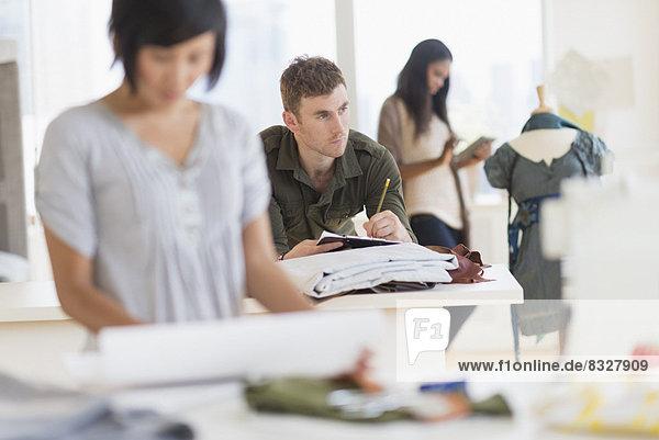 Mensch  Menschen  arbeiten  Studioaufnahme  Mode