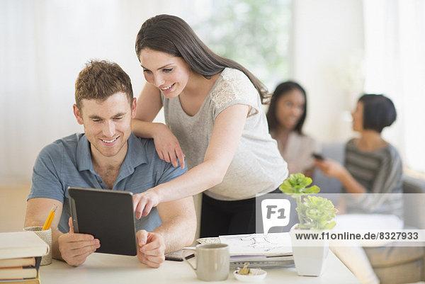 benutzen  Freundschaft  Tablet PC
