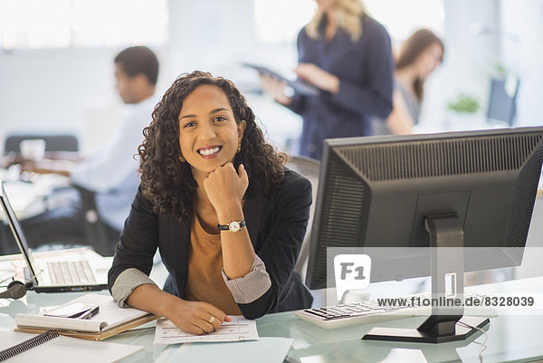 Frau  lächeln  Büro