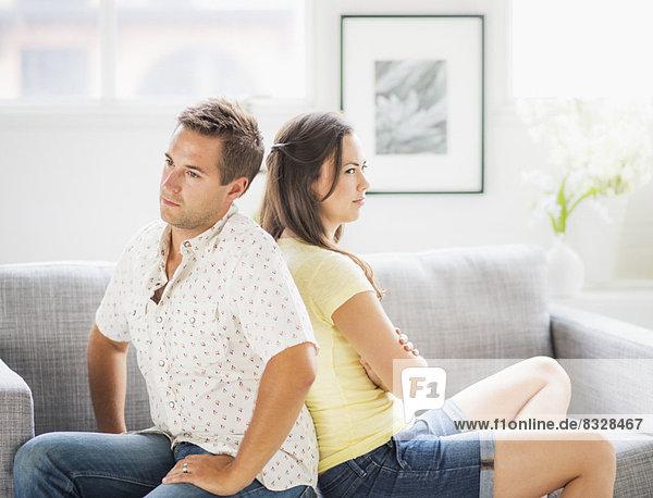 Rücken an Rücken  Portrait  Couch  Depression
