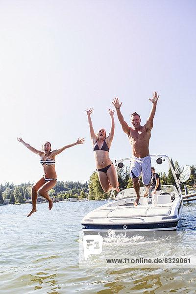 Mensch Menschen See springen jung Motorboot