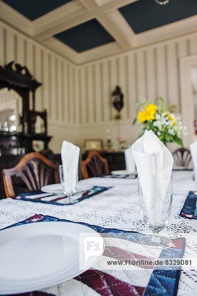 am Tisch essen Zimmer Close-up Tisch