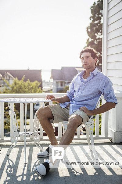 Portrait  Mann  Entspannung  Balkon  jung