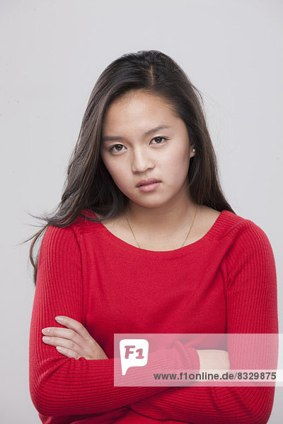 überqueren  Portrait  Jugendlicher  16-17 Jahre  16 bis 17 Jahre  Mädchen
