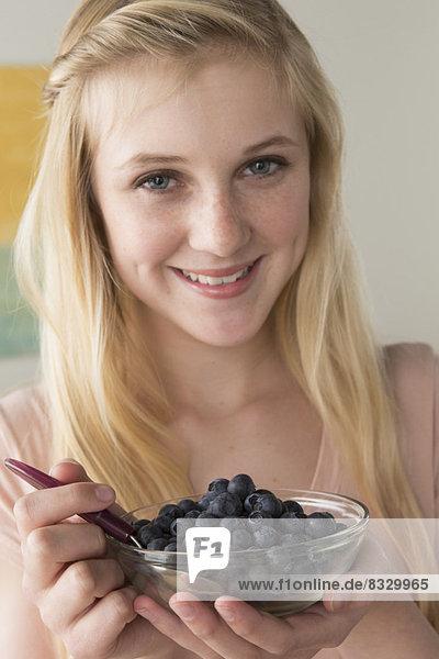halten  schwarz  Beerenobst  13-14 Jahre  13 bis 14 Jahre  Mädchen