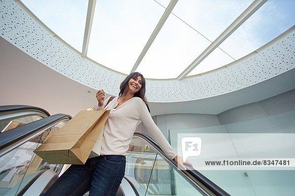Frau  kaufen  Rolltreppe  Markt  alt  Spanien  Jahr