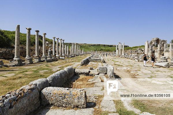 Kolonnadenstraße  antike Stadt Perge  Perge  Aksu  Türkische Riviera  Provinz Antalya  Mittelmeerregion  Türkei
