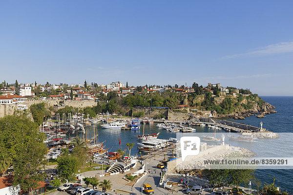 Türkei  Antalya  Altstadt und Hafen