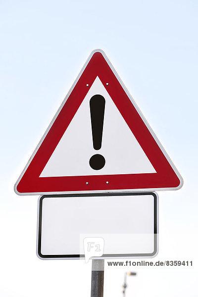 Vorfahrtszeichen mit Ausrufezeichen