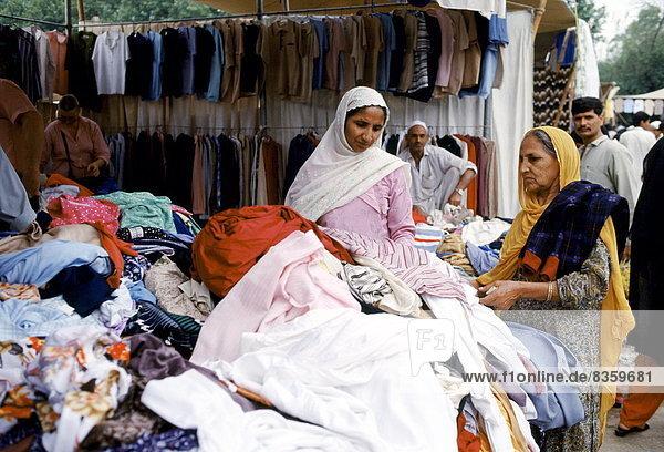 Islamabad  Hauptstadt  Frau  Kleidung  kaufen  Souk  Pakistan