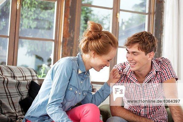 Porträt eines lachenden Paares