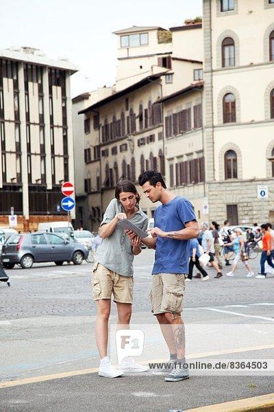 Junges Paar auf Städtereise  Florenz  Toskana  Italien