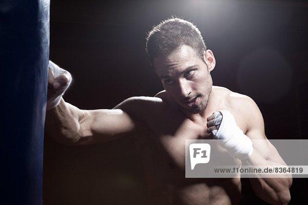 Boxertraining mit Boxsack