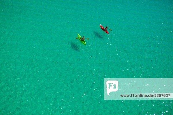 Zwei Personen Kanufahren im Golf von Mexiko  Destin  Florida  USA
