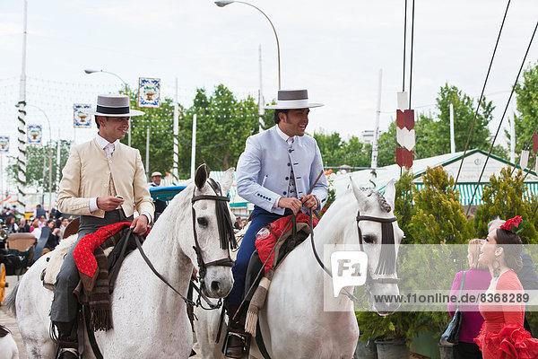 Europa  Tradition  Kleidung  reiten - Pferd  Festival  Andalusien  April  Sevilla  Spanien