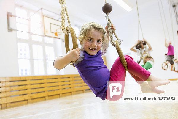 Fitnesstraining  Halle  Schule  Mädchen