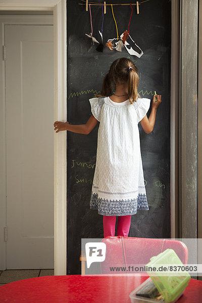 Vereinigte Staaten von Amerika  USA  Wand  Zeichnung  Schreibtafel  Tafel  jung  Mädchen  Kalifornien