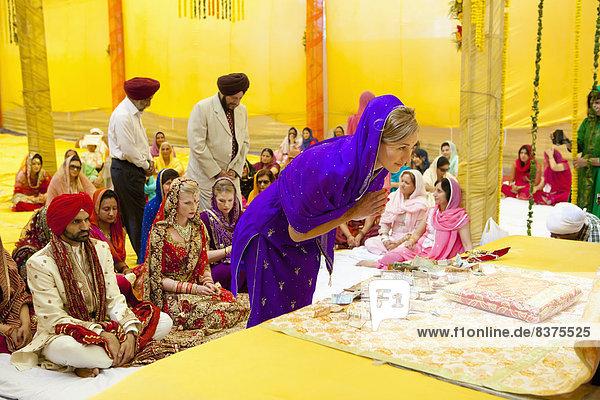 sehen  Braut  Bräutigam  Hochzeit  Tradition  Zeremonie  zeigen  Kollege  Indien  indische Abstammung  Inder  Punjab  Ritual