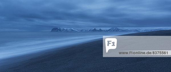 Osten  Nacht  Küste  lang  langes  langer  lange  vorwärts  Island
