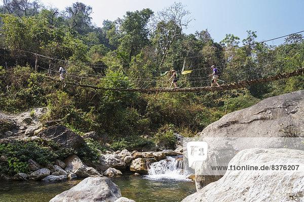 über  Tourist  Brücke  wandern  amerikanisch  Süden  Reise  hängen  Bhutan
