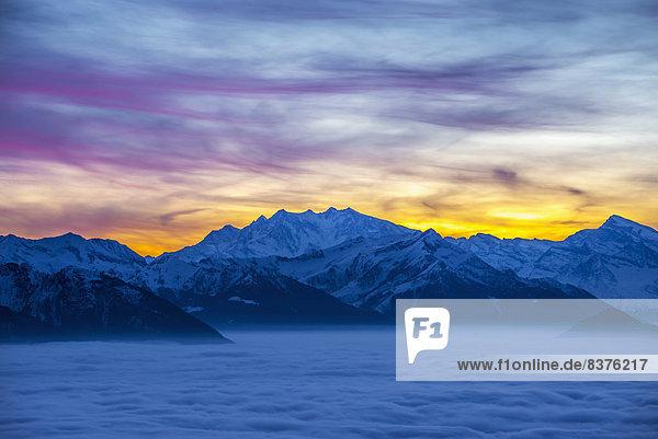 glühend  Glut  Sonnenuntergang  über  Alpen  Locarno  schweizerisch  Schweiz