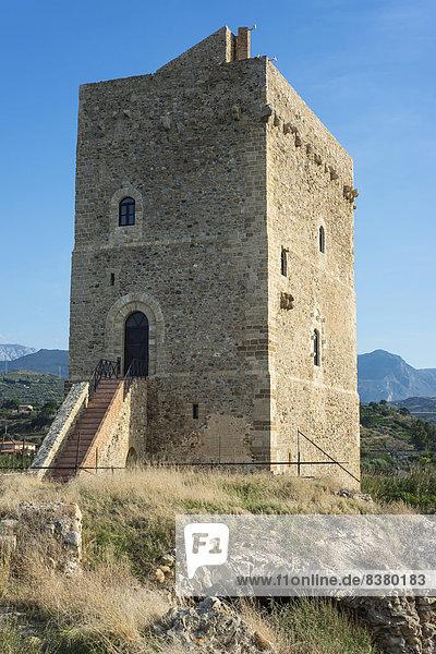 Roccella-Turm aus dem 14. Jahrhundert  Campofelice di Roccella  Sizilien  Italien