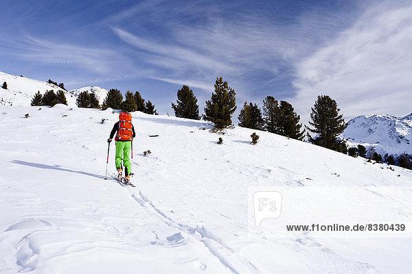 Skitourengeher auf der Peder-Stieralm  Südtirol  Italien Skitourengeher auf der Peder-Stieralm, Südtirol, Italien