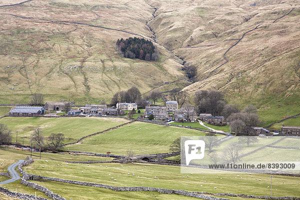 Dorf im ländlichen Tal