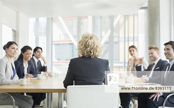 Geschäftsleute im Gespräch
