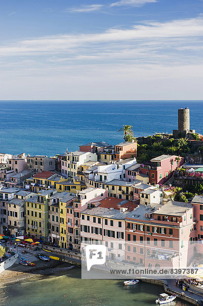 Farbaufnahme Farbe Gebäude Meer Dorf Cinque Terre Italien Ligurien Vernazza Provinz La Spezia