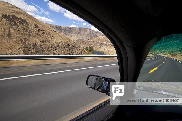 Vereinigte Staaten von Amerika  USA  Auto  fahren  Fernverkehrsstraße  Fluss  Schlucht