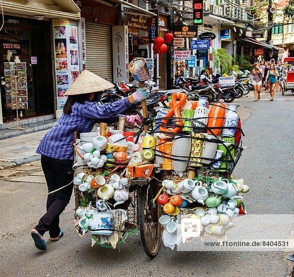 Hanoi  Hauptstadt  beladen  schieben  Straße  Straßenverkäufer  Vietnam