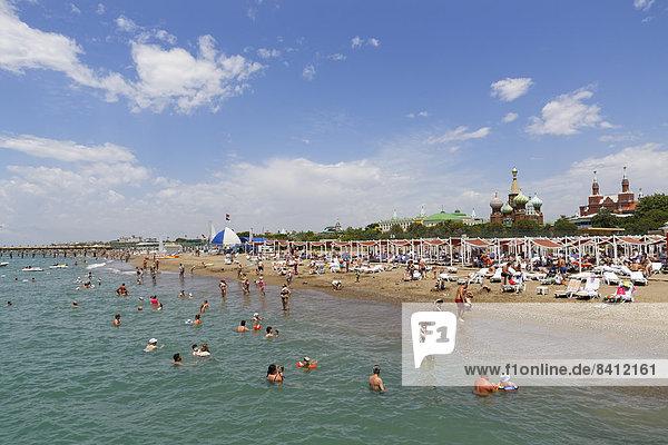 Strand mit Kremlin Palace Hotel  Kundu  Aksu  Türkische Riviera  Provinz Antalya  Mittelmeerregion  Türkei
