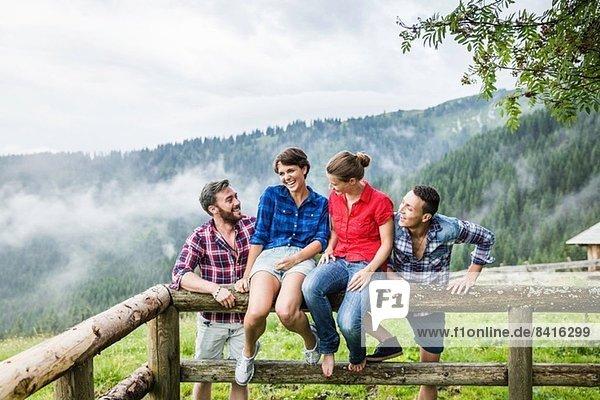 Porträt von vier Freunden  Tirol Österreich