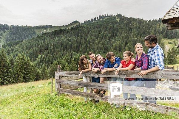Freundeskreis am Holzzaun  Tirol  Österreich