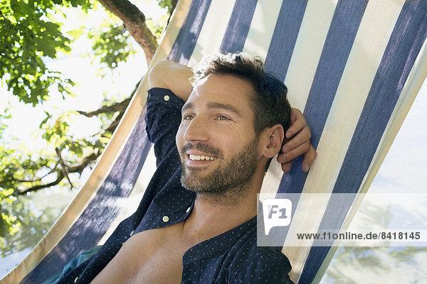 Mann  Entspannung  Hängematte  reifer Erwachsene  reife Erwachsene