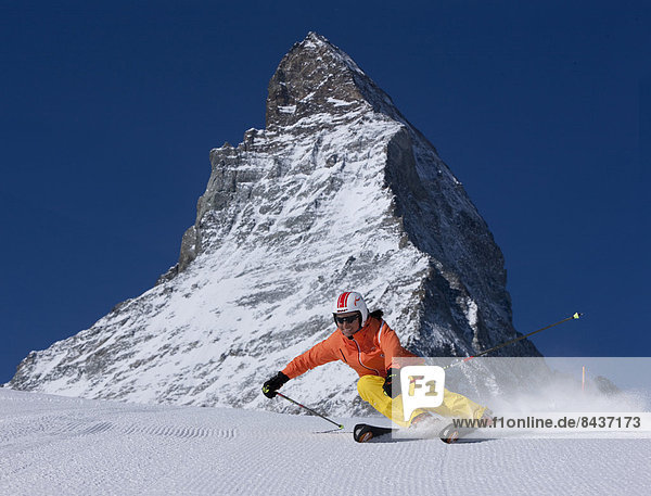 Frau Berg Winter schnitzen Matterhorn Skisport Ski Wintersport