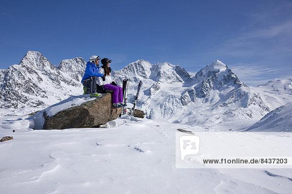 Frau Berg Mann ruhen Ski Ansicht 2 Kanton Graubünden Rest Überrest