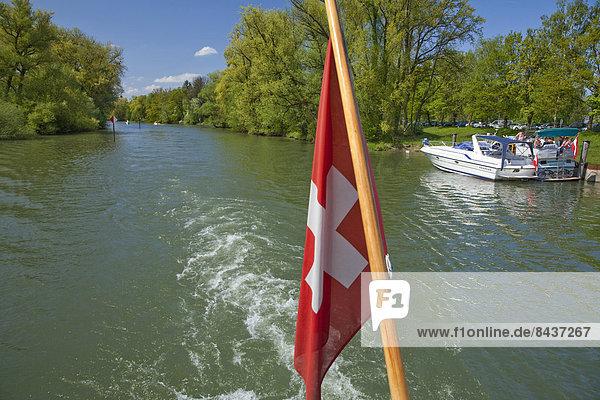 Wasser Europa Boot Natur fließen Fluss Bach Schiff Fahne schweizerisch Schweiz Gewässer Wasser,Europa,Boot,Natur,fließen,Fluss,Bach,Schiff,Fahne,schweizerisch,Schweiz,Gewässer