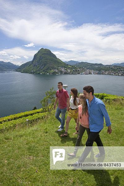Frau Mann gehen See Südschweiz Luganersee