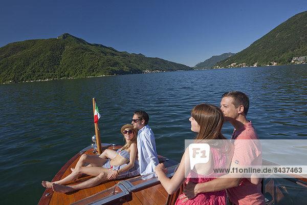 Frau Mann ruhen See Boot Schiff Spaß Rest Überrest Luganersee Südschweiz