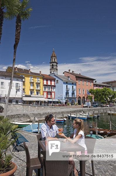 Wasser Frau Mann Getränk Sommer See Restaurant fließen Fluss Bach Dorf Südschweiz