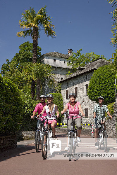Frau Mann Sommer Fahrrad Rad See Dorf Südschweiz Fahrrad fahren Elektrofahrrad Ebike