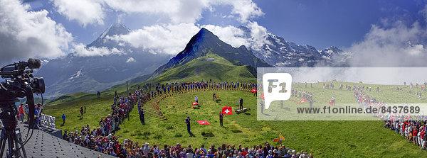 Europa beobachten Fest festlich Tradition Fernsehen Eiger Berner Alpen Bern Berner Oberland Folklore Mönch Schweiz