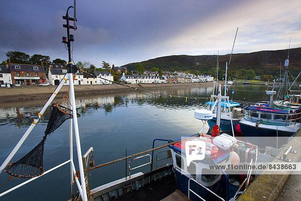 Hafen Europa Wohnhaus Großbritannien Gebäude Küste Stadt Großstadt Meer Abenddämmerung Schottland Ullapool