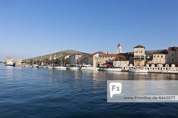 Kroatien  Dalmatien  Trogir  Blick auf die Altstadt