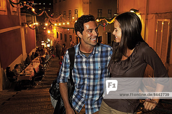 Portugal  Lisboa  Carmo  Calcada du Duque  young couple looking for restaurant
